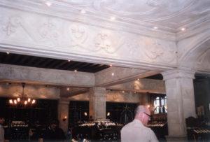 SAQ du Chateau Frontenac, restauration du faux fini (patine) – ExprimArt