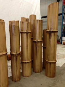 6c6afab0eb8edc Faux finis imitation de bambou aux Village Vacance Valcartier dans la  rivière Amazone.