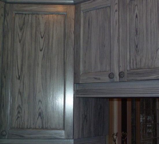 Armoire de cuisine en mélamine avec faux fini de bois